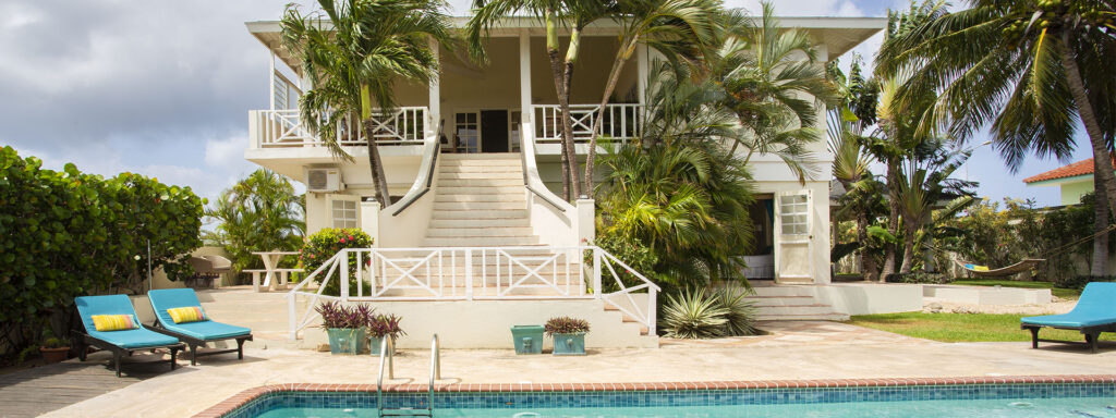big villa on Curacao for a large group